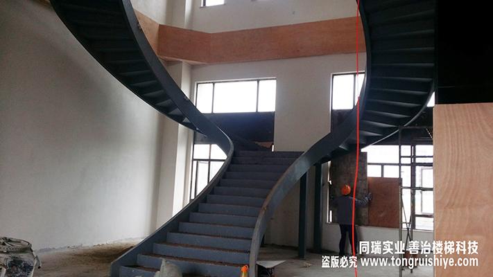 主要从事制作各种钢结构系列,玻璃楼梯系列铁艺系列以及木质系列的