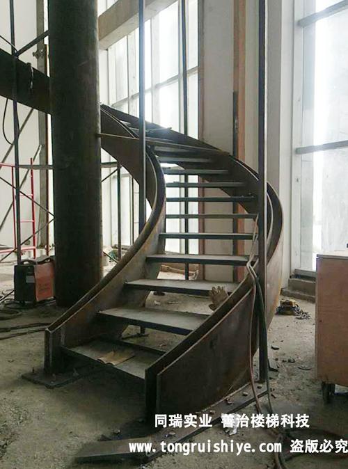 湖南邵阳湘窖酒业钢结构楼梯工程项目完美竣工