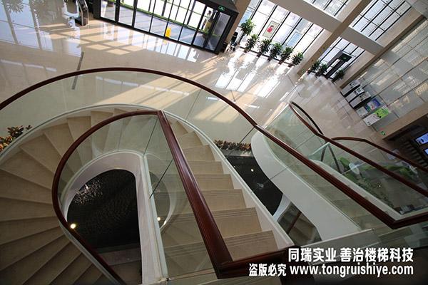 钢结构楼梯玻璃扶手-景观楼梯